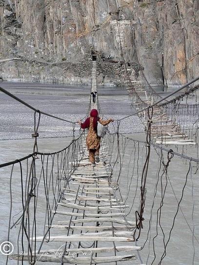 pakistani-suspension-bridge
